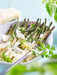 cuisiner asperges vertes fraiches recette petites asperges vertes vinaigrette aux herbes fraîches