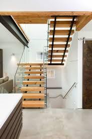 garde corps bois escalier interieur escalier droit et escalier tournant en 100 designs superbes