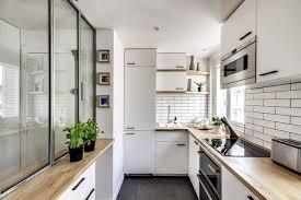 cuisine couloir aménager sa cuisine dans couloir exemples côté maison