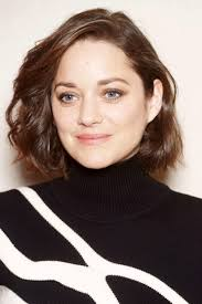 most flattering hairstyles for a square face