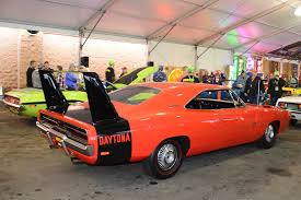 Dodge Challenger Daytona - mopars fetch millions at mecum rod network