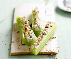cuisiner celeri branche recette pour l apéritif branches de céleri farcies au fromage