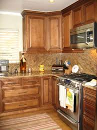 Kitchen Cabinet Backsplash Ideas by Delightful Maple Kitchen Cabinets Backsplash Ideas With