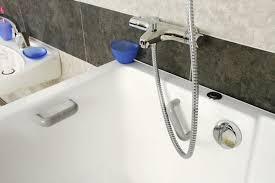 bain de siege eau froide de l eau froide contre les maux de ventre le truc qui marche