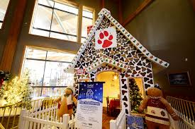Homes Decorated For Christmas On The Inside 21 Holiday Hotel Packages For Families In 2017 Family Vacation