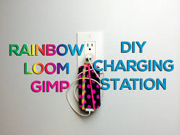 rainbow loom u0026 gimp phone holder diy charging station life hack