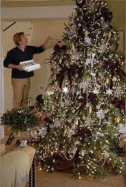 p allen smith decorating his tree does a brown base