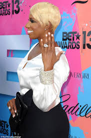 Does The Wedding Band Go Before The Engagement Ring by Nene Leakes Can U0027t Help But Flaunt Her Massive Wedding Ring As She