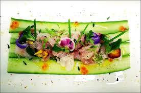 dressage en cuisine salade fraîcheur avec du poisson cru il visions gourmandes