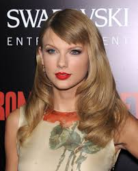 romeo and juliet hairstyles taylor swift in red lipstick how to get taylor s red lipstick look