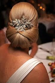 johnbeerens hairstyler lage knot met een mooie accessoire zou jij dit dragen op je