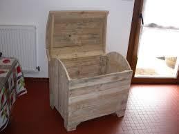 fabrication de coffre en bois coffre à jouets en bois de palette style industriel jouets en