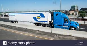 kenworth 18 wheeler 18 wheeler truck stock photos u0026 18 wheeler truck stock images alamy