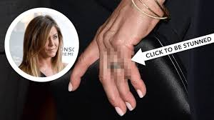 What Finger Does The Wedding Ring Go On by Drop Everything And Marvel At Jennifer Aniston U0027s Stunning Wedding Ring