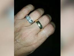 widow wedding ring friends find late husband s lost wedding ring for grieving widow