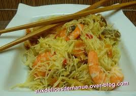 cuisiner vermicelle de riz vermicelles de riz aux crevettes crabe et légumes auxdelicesdemanue
