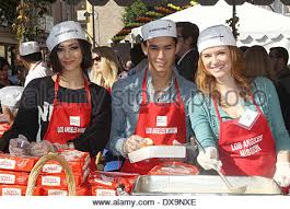 drew at the los angeles mission s thanksgiving for skid row