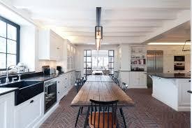 plan de cuisine ouverte sur salle à manger parquet cuisine ouverte le mobilier se prolonge salon eos mobalpa