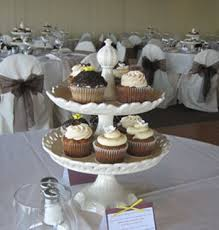wedding table centerpieces cupcakes as wedding centerpieces budget brides guide a wedding