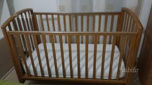materasso nuovo lettino a cancelli pali con materasso nuovo tutto per i bambini