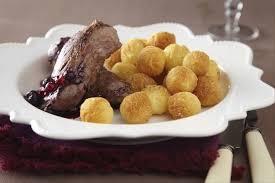 sanglier cuisine recette de sanglier rôti sauce fruits rouges pommes noisettes