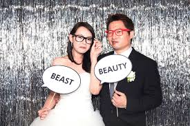 photobooth for wedding things to consider before renting photo booth fashion