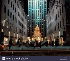 christmas tree lights rockefeller center raymond hood 1939