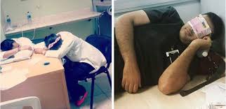 Picture Of Someone Sleeping At Their Desk Doctors Post Pics Where They Sleep At Work To Defend Med Resident