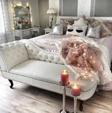What Is A Chaise Ah Never Thought To Put A Chaise At The End Of Bed In Love