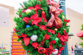 photos holiday decorations go up at disney u0027s hollywood studios