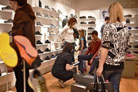 simple modern footwear shop interior design ideas