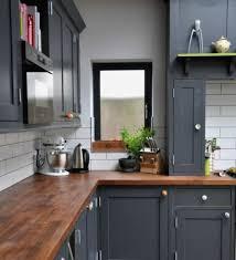 photo cuisine grise et cuisine grise plan de travail bois inspirational cuisine gris