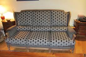 tapissier canapé protege canape 3 places 13 refaire un fauteuil tous les