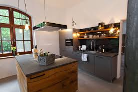 kche mit kochinsel landhausstil ideen landhausstil kochinsel wei holz arbeitsplatten kchensystem