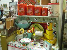 vintage kitchen collectibles c dianne zweig kitsch n stuff antique booth display ideas