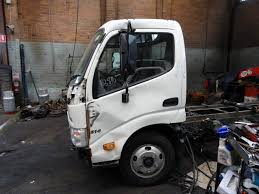 2010 hino dutro xzu307r 300 series japanese truck parts