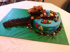 i like the idea of the cake being messy at the bottom like the