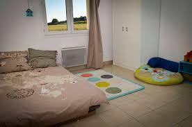 chambre bébé montessori bebe sort du lit a barreau lavabo montessori vasp