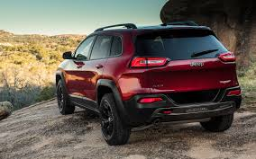 red jeep cherokee 2014 jeep cherokee first look truck trend
