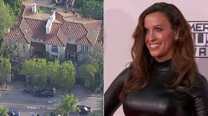 Brentwood Home Page by Alanis Morissette U0027s La Home Robbed Of 2 Million In Jewelry Abc7 Com