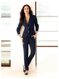 femme de bureau une tenue de bureau sport chic avec blazer court pantalon de