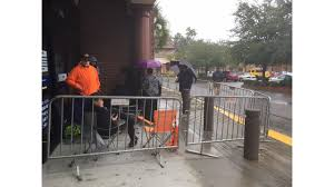 crowd cs outside bluffton best buy thanksgiving day for