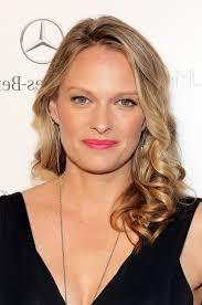 shoulder length hairstyke oval face vinessa shaw feminine shoulder length hairstyle for oval faces