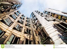architektur dã sseldorf fassade eines gebäudes vom architekten frank gehry redaktionelles