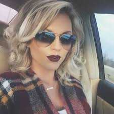 nice hairstyle for short medium hair with one hair band best 25 medium curly ideas on pinterest hair with blonde tips