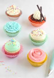 cupcake decorating tips easy piping techniques for cupcakes sprinkle bakes