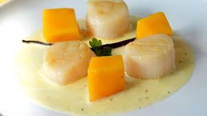 cuisiner des coquilles jacques fraiches noix de st jacques poêlées à la vanille et aux mangues fraîches