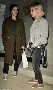 Picture Of Rooney Mara As Rooney And Kate Mara Grab Dinner In Daily Mail
