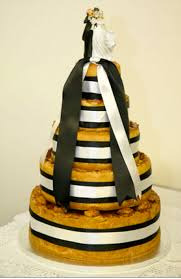 a twist on tradition the uncommon wedding cake weddingwise