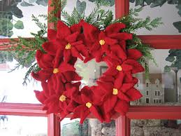 ravelry poinsettia wreath pattern by maggie pace